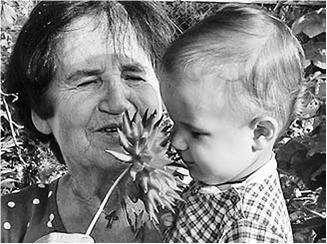 На фото: Младшего внука Анны Дмитриевны, сына Владимира Дмитриевича,  зовут Федором – в честь непобедимого адмирала.